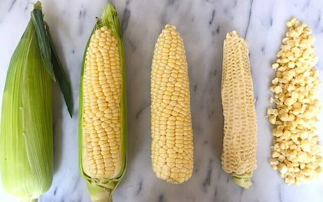 how to cut corn on the cob