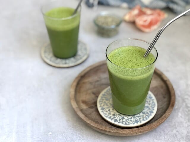 Green Smoothie with Orange, spinach and hemp seeds