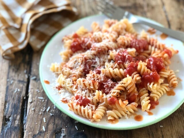 Simple Tomato Sauce for Pasta